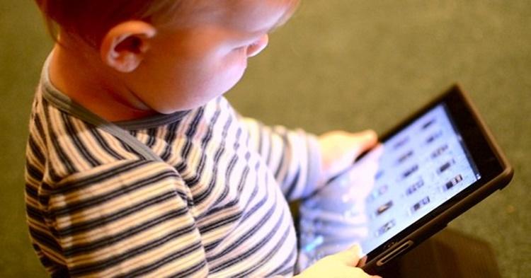 bahaya dedah skrin pada kanak-kanak