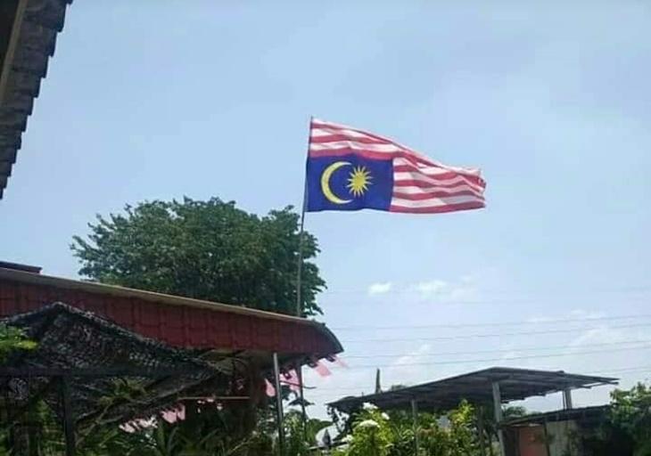 Bendera Jalur Gemilang Terbalik 7