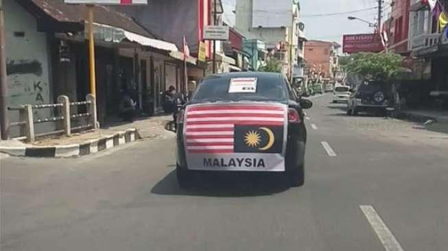 Bendera Jalur Gemilang Terbalik