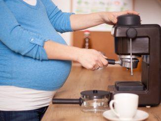 Wanita Hamil Minum Kopi