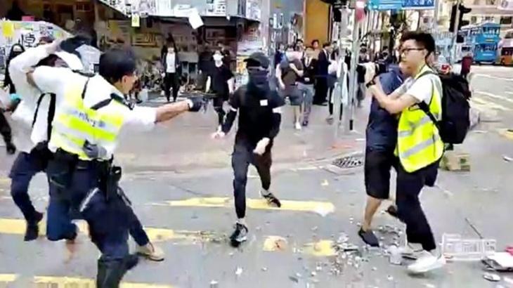 Polis Hong Kong Tembah Penunjuk Perasaan