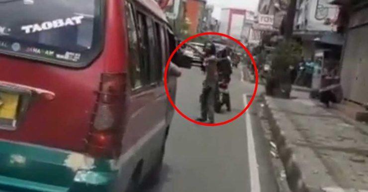Orang Gila Beri Laluan Ambulans