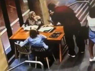 Wanita Hamil Diserang Islamofobia