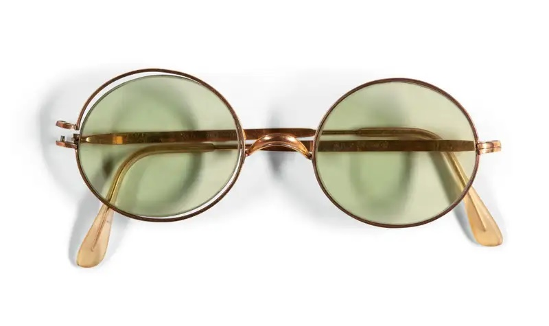 Cermin Mata Ikonik John Lennon Dibida Dengan Nilai Lebih RM800 Ribu