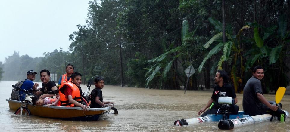 Kenderaan Redah Banjir 2