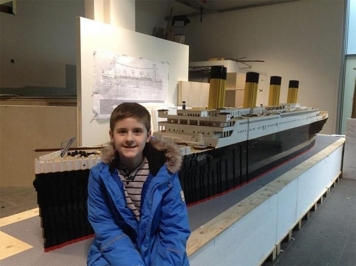 Remaja Autistik Replika Kapal Titanic Terbesar Dunia