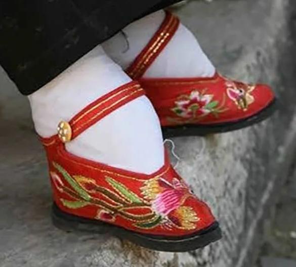Tradisi China Ikat Kaki Kekejaman Pada Wanita 2