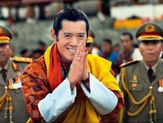 Bela Anjing Tanam Pokok Hadiah Raja Bhutan