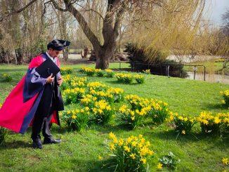 Bertanjak Di Majlis Graduasi Oxford