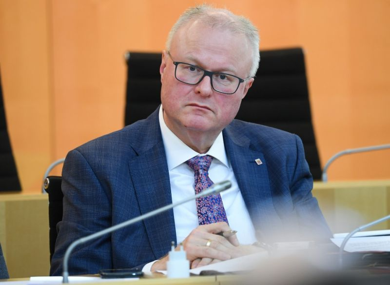 Menteri Jerman Bunuh Diri