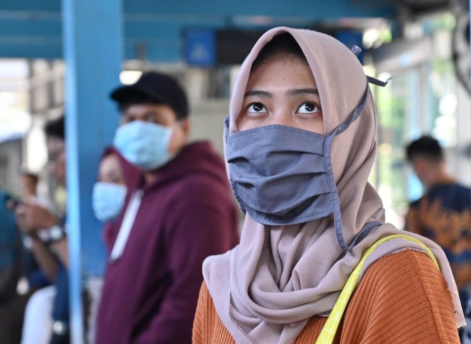 Tiada Istilah 'Kerja Dari Rumah', LRT Di Jakarta Masih Sesak Dengan Warga Kota