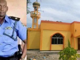 Pegawai Polis Beri Gaji Bina Masjid