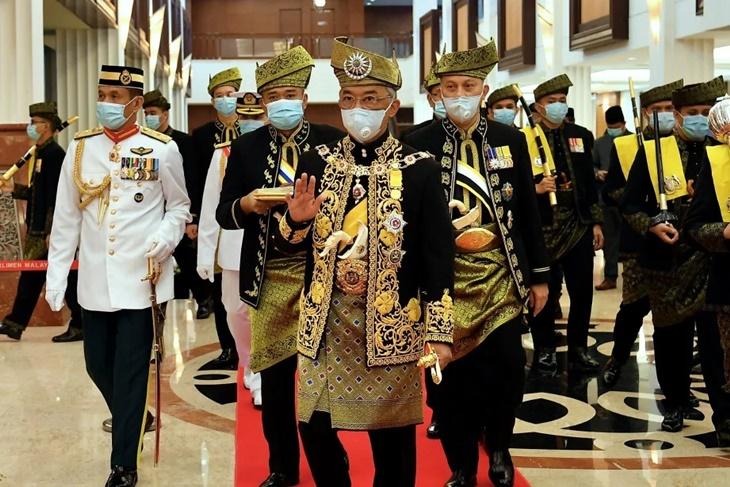Dedah 'Kedegilan' Tun M Lepaskan Jawatan PM Ke-7, Ini Antara 'Sindiran' Agong Di Parlimen 1