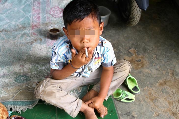 Tinjauan Dapati Kanak-Kanak Malaysia Sudah Mula Merokok Seawal 8 Tahun