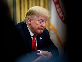 Trump Kecewa Dimaklumkan Kemungkinan Dijangkiti COVID-19 Selepas Pengiring Elit Sah Positif