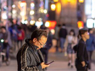 Jepun Gubal Undang-Undang Haramkan Pejalan Kaki Guna Telefon Semasa Berjalan 1