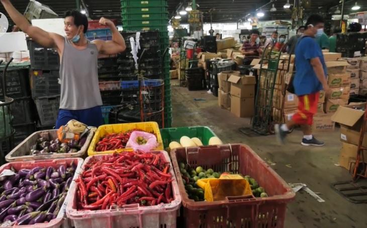 Fitness Trainer Kerja Angkat Sayur Di Pasar