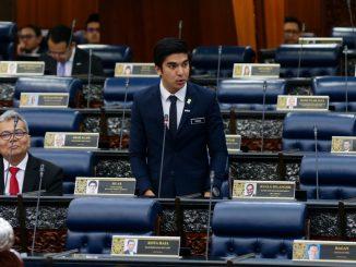 Dipersenda Dalam Dewan Rakyat, Netizen Muak Tonton Telatah Tidak Matang Ahli Parlimen Lebih Senior