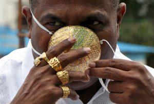 Kerana Terlampau Kaya, Ahli Perniagaan Ini Sanggup Tempah Topeng Muka Daripada Emas 1