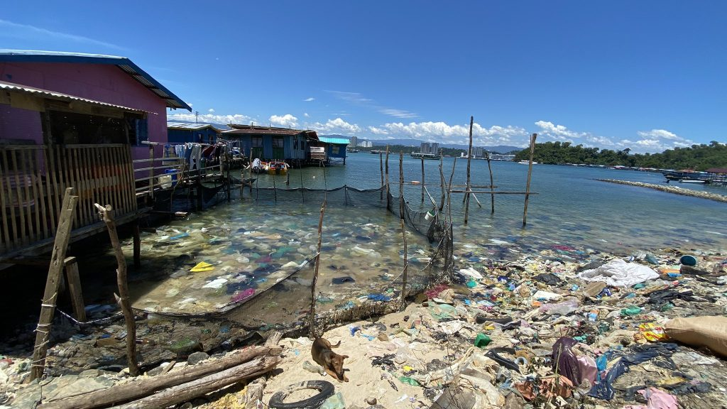 Menghampiri PRN, Gambar Perkampungan Pulau Sabah Penuh Sampah Tarik Perhatian Netizen 1