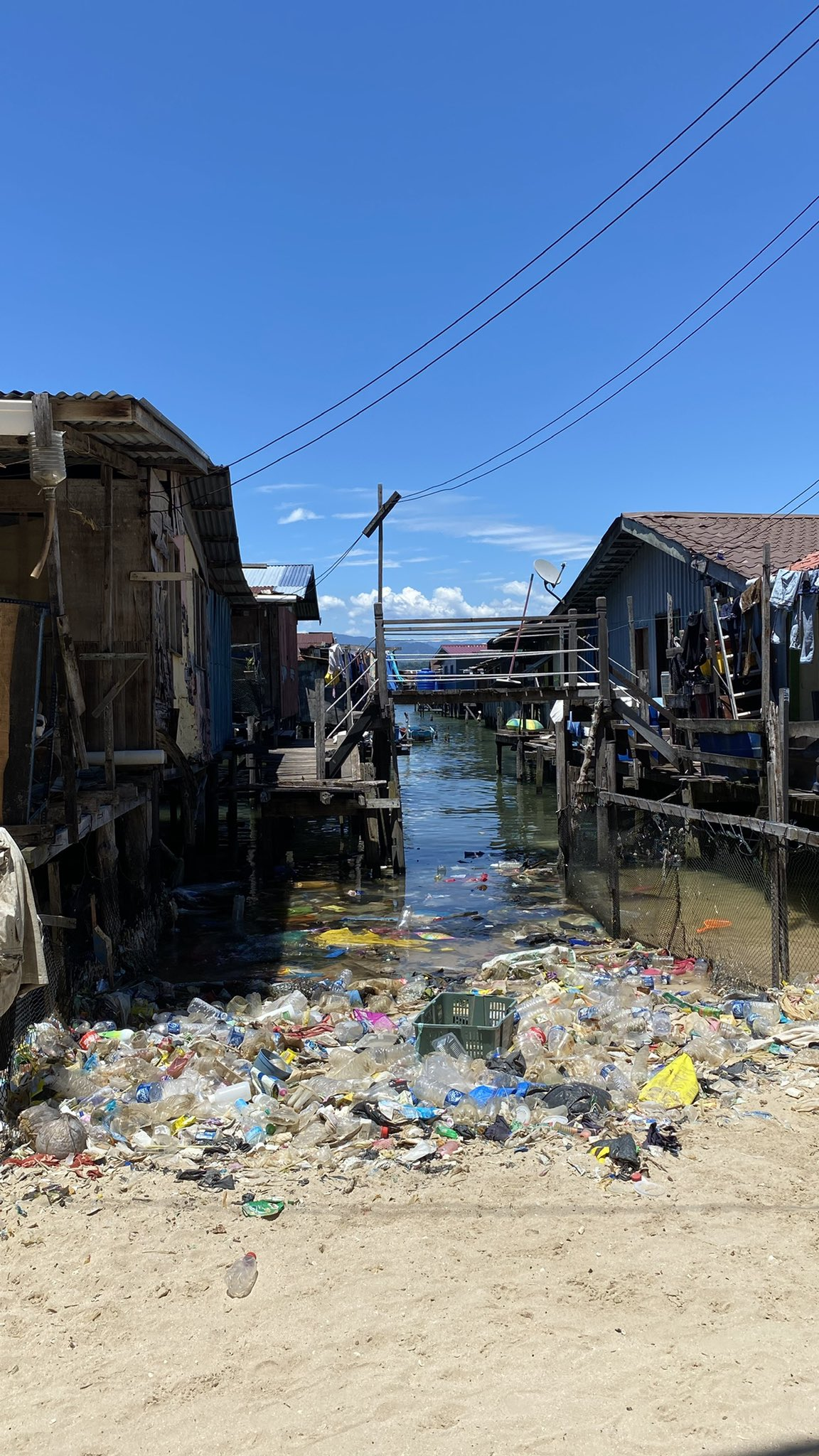 Menghampiri PRN, Gambar Perkampungan Pulau Sabah Penuh Sampah Tarik Perhatian Netizen