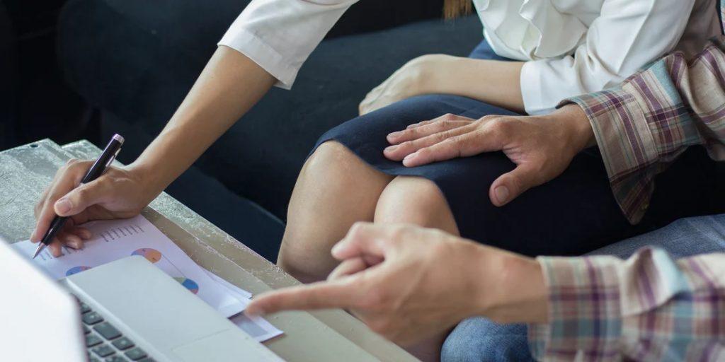 Tindakan Panggil Rakan Sekerja 'Sayang' Boleh Jadi Punca Anda Dipecat