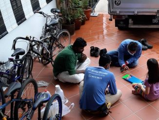 Budak Perempuan Main Dengan Pekerja Asing Singapura