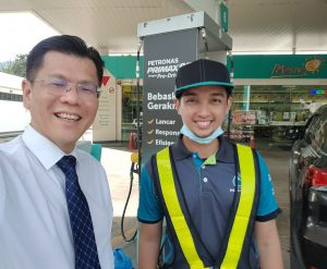 Baru Bangun Daripada Koma 6 Bulan Lalu, Lelaki Ini Kongsi Kisah Inspirasi Pekerja Petronas