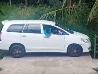Lihat Cara Lelaki Ini Keluar 'Parking Like A Pro' 1