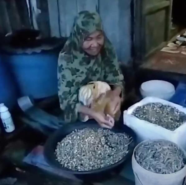 15 Tahun Hidup Dalam Pondok Usang Tanpa Dapur Dan Tandas, Kehidupan Serba Daif Warga Emas Ini Undang Simpati 3