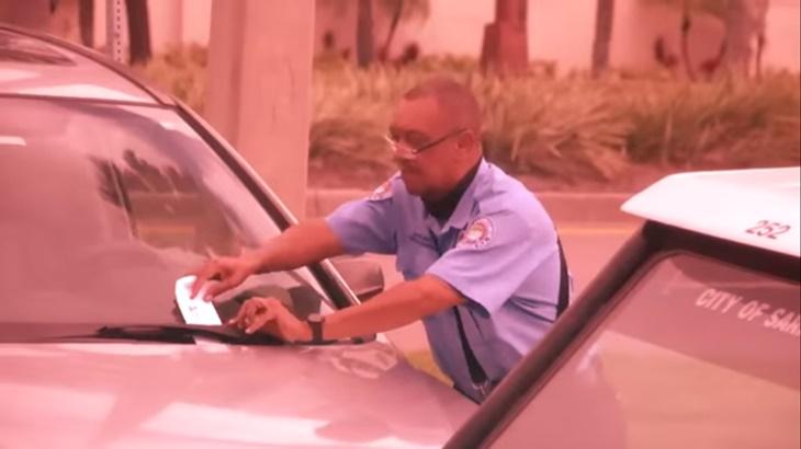Lihat Apa Lelaki Ini Lakukan Selepas Disaman Kerana Parkir Secara 'Back-In'