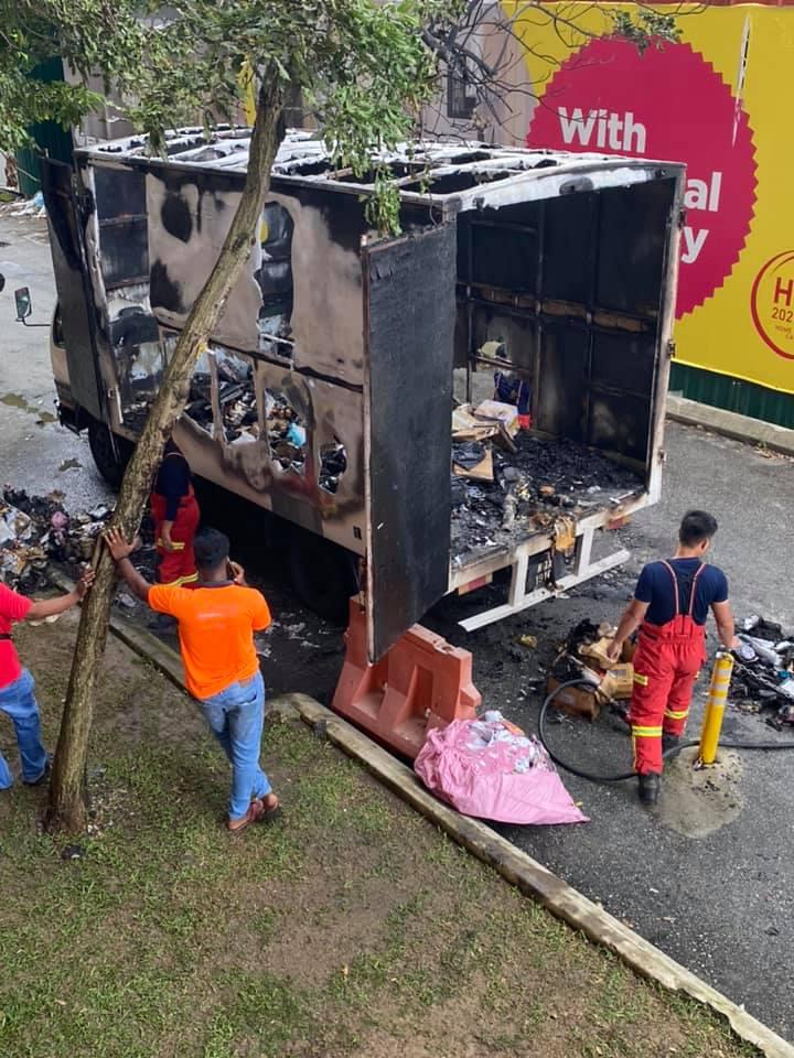 Tular Gambar Lori Penghantar Barang Terbakar Di Cheras 1