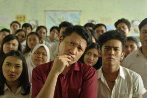 'Crazy Awesome Teachers' Papar Sisi Lain Guru Si Mata Duitan Dalam Genre Komedi