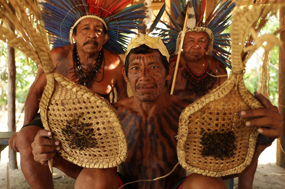 Kenali Suku Yang Gunakan Sarung Tangan Berisi Semut Selama 11 Jam Untuk Uji Tahap Akal Baligh Individu 2