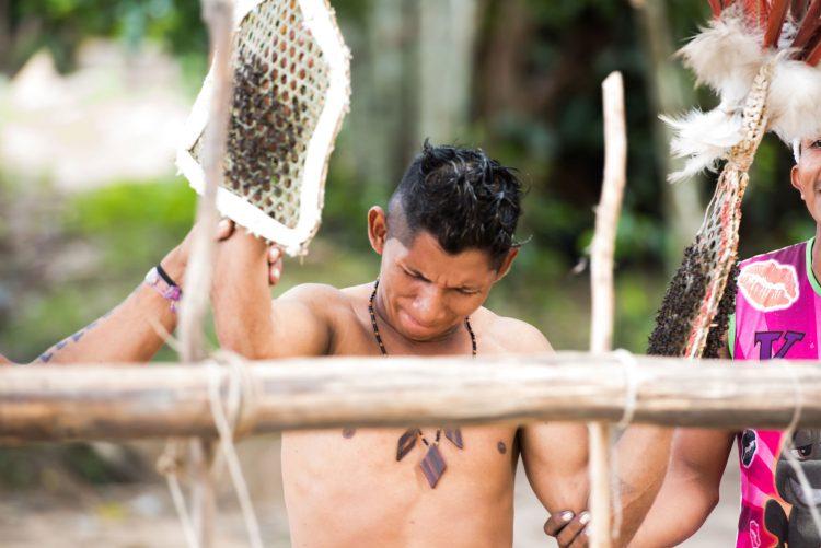 Kenali Suku Yang Gunakan Sarung Tangan Berisi Semut Selama 11 Jam Untuk Uji Tahap Akal Baligh Individu 3