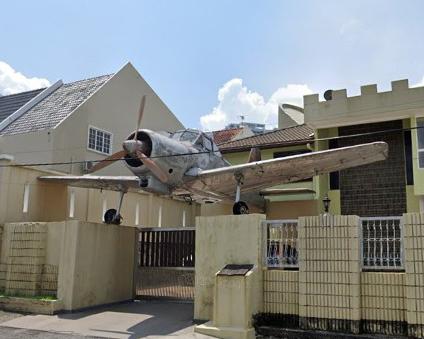 Kisah Sebalik 'Monumen' Kapal Terbang Yang 'Diparkir' Di Sebuah Rumah Di Cheras 1