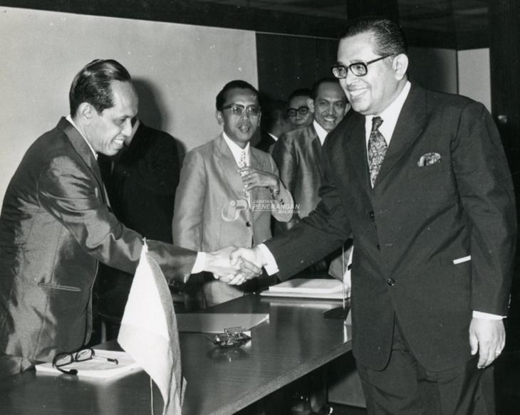 Sultan Perak Pernah Bernazar Enggan Cukur Jambang Selagi Menteri Besar Tidak Letak Jawatan 1
