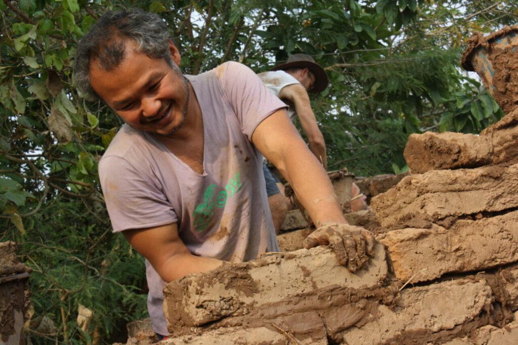 'Hidup Itu Mudah, Kenapa Dibuat Susah' Ini Yang Perlu Kita Belajar Daripada Jon Jandai 5