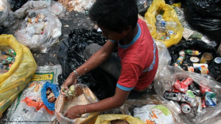 Kemiskinan Desak Rakyat Filipina Makan 'Sampah'