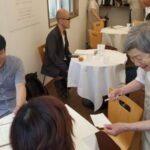Ambil Pesakit Dementia Sebagai Pelayan, Pelanggan 'Restoran Pesanan Salah' Tetap Gembira Biarpun Terima Makanan Salah 3