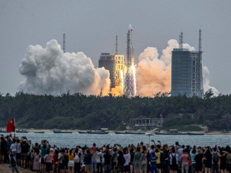 Serpihan Roket China Terhempas Di Bumi