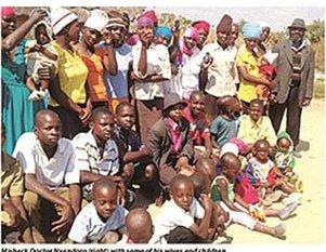 Berimpian Ada 100 Isteri, Lelaki Zimbabwe Dengan 16 Isteri & 151 Anak Luah Hasrat Mahu Berkahwin Lagi 1
