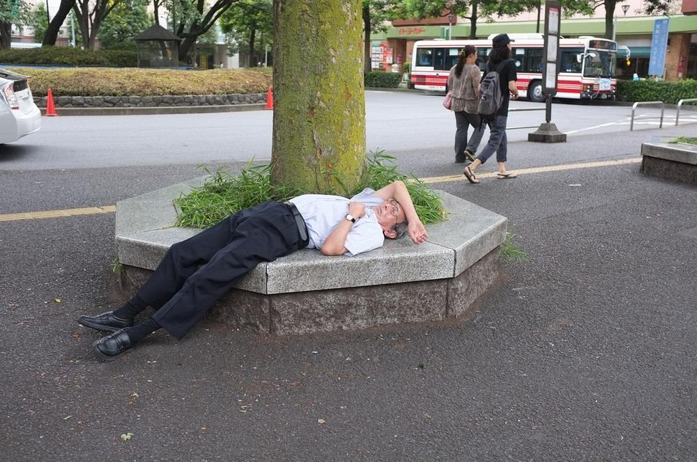 Tidur Dalam Mesyuarat Tanda Dedikasi Bekerja Di Jepun 1