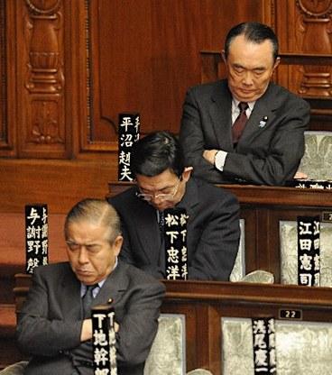 Tidur Dalam Mesyuarat Tanda Dedikasi Bekerja Di Jepun 2
