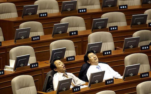 Tidur Dalam Mesyuarat Tanda Dedikasi Bekerja Di Jepun 3