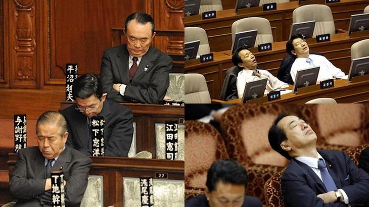 Tidur Dalam Mesyuarat Tanda Dedikasi Bekerja Di Jepun