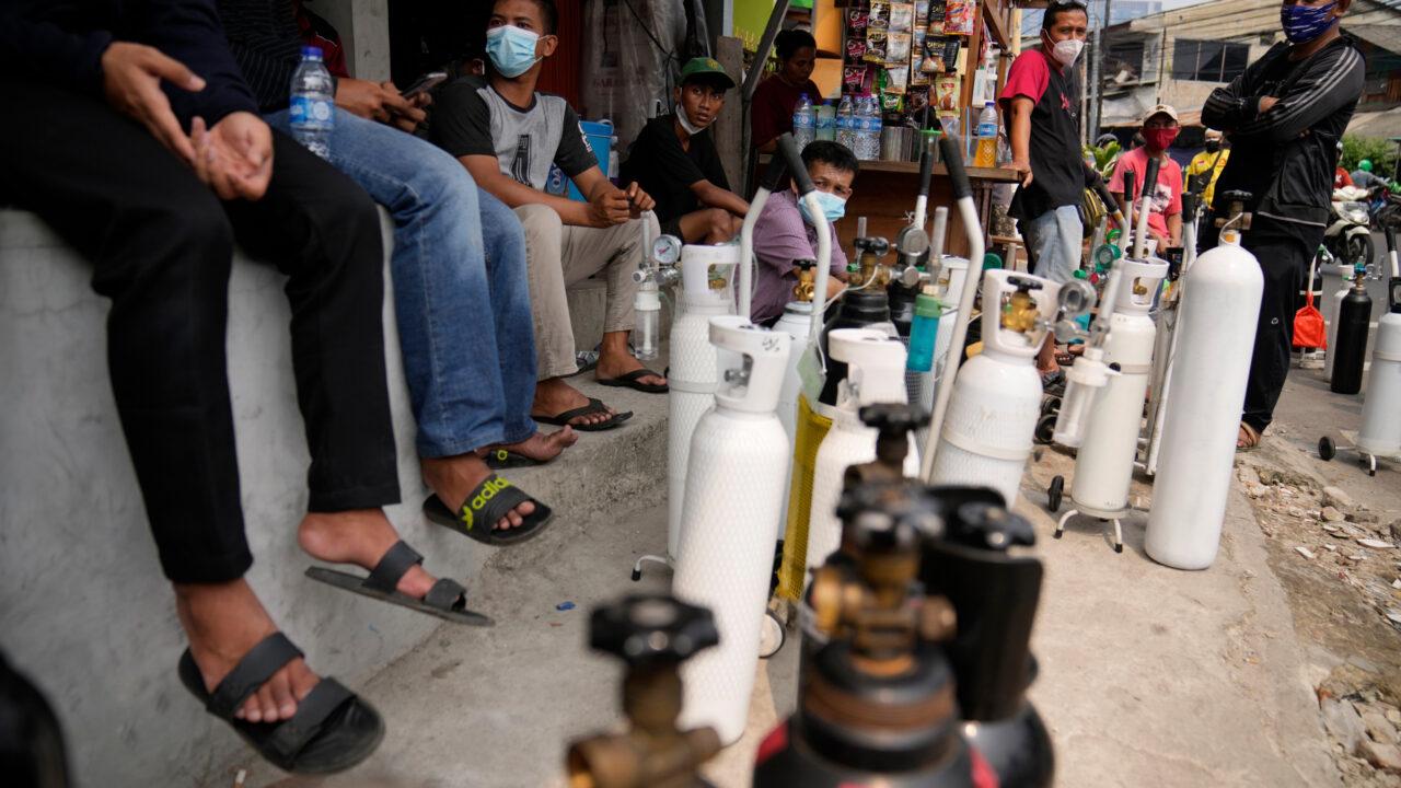 Indonesia Kritikal Mohon Bantuan Oksigen