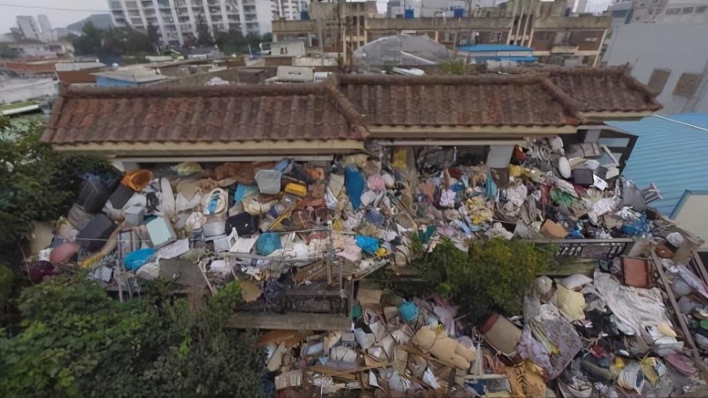 Warga Emas Dicemuh Kerana Kumpul 150 Tan Sampah Di Rumah, Ini Kisah Di Sebaliknya 4