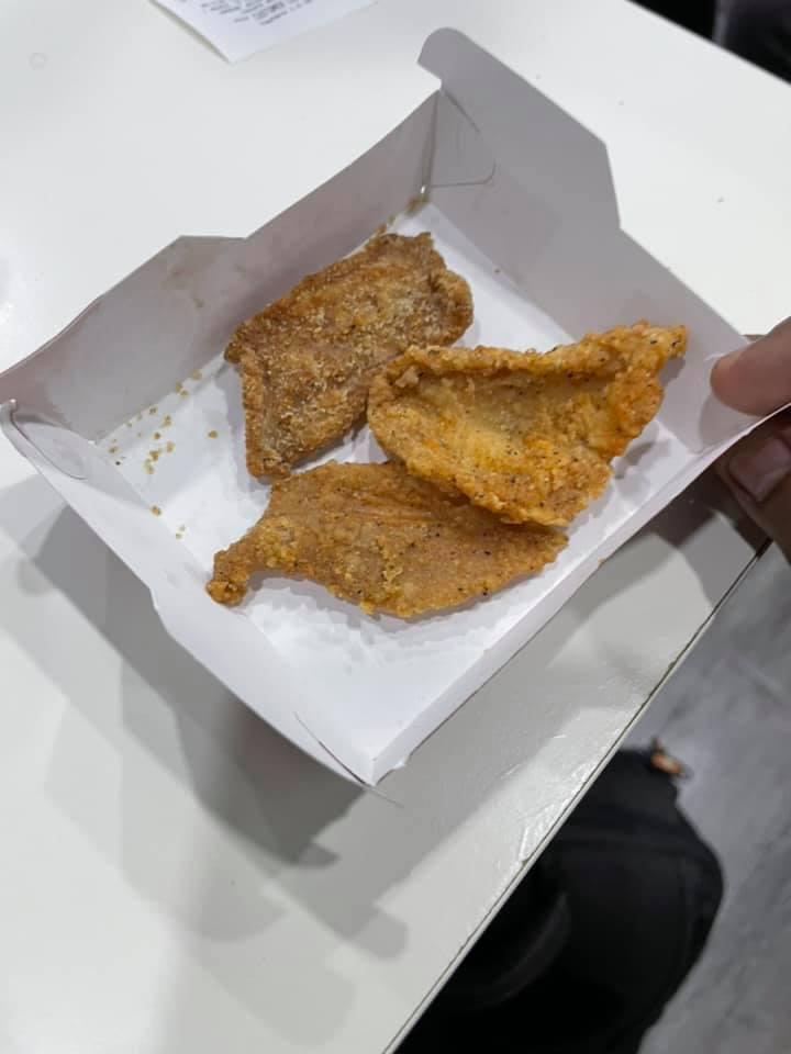 Hanya Terima 3 'Keping' Kulit Ayam, Lelaki Ini Kecewa Dengan Set Jimat Snek KFC 3