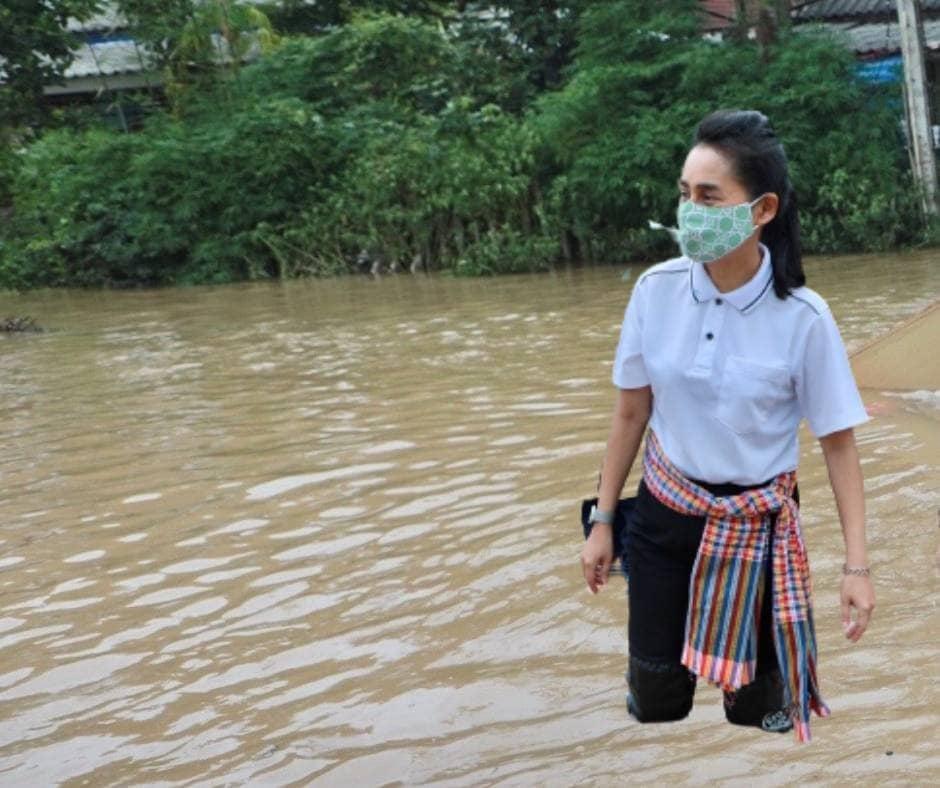Kementerina Pendidikan Thailand Dikecam Foto Banjir